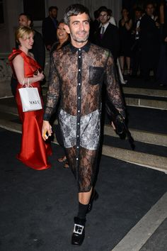 The Most Memorable Met Gala Menswear Looks of All Time | GQ Burlesque Party, Man Dressing Style, See Through Dress, People Dress, Stylish Men, Cool Watches, Black Tie, Gq, Sequin Skirt