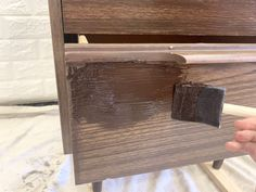 How to Gel Stain Laminate Furniture (Yes you can)! - Thrifted Nest - Andy - How to Gel Stain Laminate Furniture (Yes you can)! - Thrifted Nest How to Gel Stain Laminate Furniture (Yes you can)! Refinishing Laminate Furniture, Gray Painted Furniture, Diy Furniture Projects, Furniture Makeover, Diy Projects, Painting Furniture, Repurposed Furniture, Painting Pressed Wood