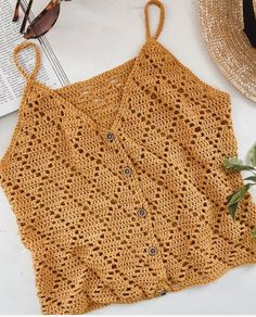 Blusa de crochê Learn the rudiments of how to crochet, starting at the very beginning. Poncho Crochet, Crochet Shirt, Crochet Crop Top, Crochet Lace, Crochet Stitches, Free Crochet, Crochet Bikini, Crochet Tops, Free Knitting