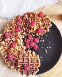 Light waffles oat flakes and white cheese (without fat) – By Flora B Vegan Desserts, Easy Desserts, Dessert Recipes, Best Breakfast, Breakfast Recipes, Vegan Breakfast, Healthy Waffles, Bowl Cake, Christmas Desserts