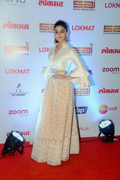 Loved this look on Alia Western Dresses, Indian Dresses, Indian Outfits, India Fashion, Ethnic Fashion, Indian Attire, Indian Wear, Look Short, Anarkali