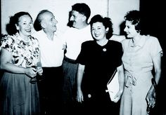 """This dad's nose gave Jimmy Durante's """"Schnozzola"""" some competition when they posed for a photo together on a movie set in the late '40s! #1940s #celebrities #vintage"""
