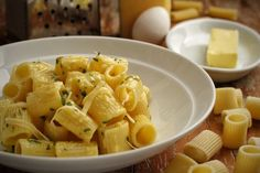 Macarrão com Manteiga, Queijo e Ovos