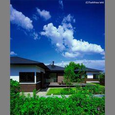 雁行する三つ屋根の家   新築一戸建て   サポート実例   FORZA北九州 Mansions, House Styles, Home Decor, Decoration Home, Manor Houses, Room Decor, Villas, Mansion, Home Interior Design