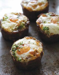 Sausage egg cups--breakfast on the go Paleo. Breakfast And Brunch, Breakfast On The Go, Low Carb Breakfast, Breakfast Recipes, Breakfast Cups, Primal Recipes, Low Carb Recipes, Real Food Recipes, Cooking Recipes