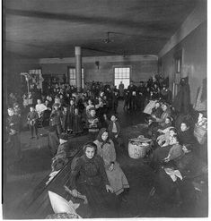 This is the inside of where people waited to be cleared to enter america at Ellis Island. Us History, American History, History Images, Family History, Old Pictures, Old Photos, Vintage Photographs, Vintage Photos, Ellis Island Immigrants