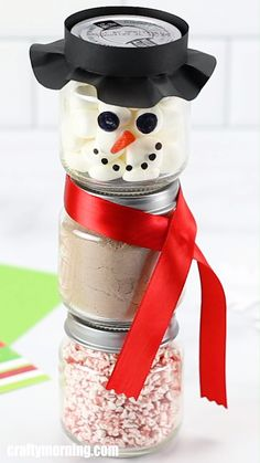 Snowmen Hot Cocoa Jars - Baby food jar hot cocoa snowmen gift idea for christmas. Easy and cheap christmas gift to make. Kid - : Snowmen Hot Cocoa Jars - Baby food jar hot cocoa snowmen gift idea for christmas. Easy and cheap christmas gift to make. Christmas Gifts To Make, Christmas Crafts For Kids, Christmas Treats, Christmas Fun, Holiday Crafts, Inexpensive Christmas Gifts, Thanksgiving Crafts, Ideas For Christmas Presents, Christmas Hamper Ideas Homemade