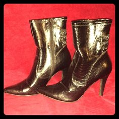 """!PRICE DROP! Very cute black heeled boots! Love these boots but my feet can't take 4"""" heels anymore!! Super cute, shiny leather with croc-like pattern. Pointed toe. Zipper on the inner side. Jasmin Shoes Heeled Boots"""