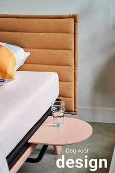 De Original is een minimalistisch vormgegeven bed met sterke lijnen en een elegante uitstraling. Het bed is geïnspireerd op een van de allereerste ontwerpen van Auping, de Cleopatra en is te verkrijgen in tien kleuren.  3 bijpassende hoofdborden verkrijgbaar in 10 kleuren verkrijgbaar als eenpersoonsbed, als twijfelaar en als tweepersoonsbed onderscheiden met 'Goed Industrieel Ontwerp'