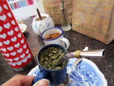 ¡Y viste aquí tomando mi hierba mate! As you can see I´m here drinking my yerba mate! As it´s drunk in Argentina, Uruguay and Paraguay.