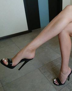 ☺️,,, #Hothighheels Sexy Legs And Heels, Sexy Feet, Black High Heels, High Heel Boots, Sexy High Heels, Shoe Boots, Sexy Sandals, Sandals Outfit, Pumps Heels