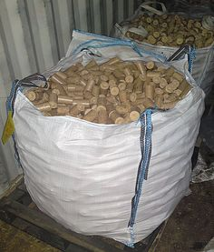 Made from kiln dried oak, these compressed wood briquettes are made to last!