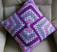 (notitle) The post appeared first on Berable. Crochet Cushion Pattern, Crochet Cushion Cover, Crochet Cushions, Granny Square Crochet Pattern, Crochet Squares, Crochet Blanket Patterns, Crochet Stitches, Knitting Patterns, Crochet Home