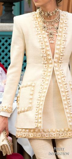 Combine Jewelry With Clothing - Chanel Pre-Fall 2017 Womens Fashion RTW Style Haute Couture, Chanel Couture, Ethnic Fashion, High Fashion, Fashion Show, Fashion Fall, Fashion 2017, Fashion Outfits, Fashion Trends