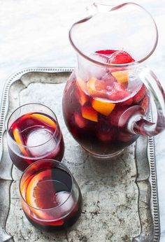 This Mixed Berry Red Wine Sangria is made with red wine, brandy, orange juice, fresh or frozen berries! Perfect refreshing summer drink for a party! Brandy Sangria, Sangria Drink, Red Wine Sangria, Berry Sangria, Summer Sangria, Refreshing Summer Drinks, Red Sangria Recipes, Wine Recipes, Gastronomia