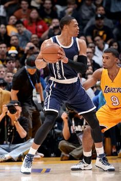 Oklahoma City Thunder vs. Los Angeles Lakers - Photos - December 19, 2014 - ESPN