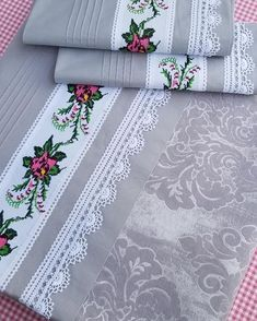 9 Diy Table Cloth From Sheets Chandelier Wedding Decor, Patchwork Baby, Patchwork Cushion, Sunflower Tattoo Design, Lace Making, Sewing For Beginners, Baby Knitting Patterns, Diy Table, Diy And Crafts
