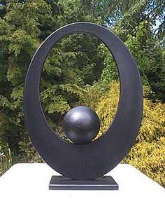 Elipse e bola. Aço galvanizado e pintura para proteção contra intempéries. Paul Margetts.