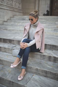 Turtleneck :heavy_check_mark:. Light jacket :heavy_check_mark:. Cooler temps: TBD. Our partner /styledsnapshots/ is ready.
