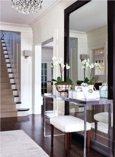 decorology: Enviable Summer Entryways and Foyers