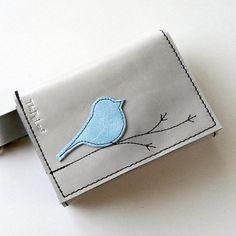 leather bellino così, ma si può anche fare con l'uccellino colorato/in rilievo e il ramo cucito a cuciture grosse, che formi una decorazione