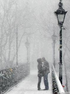 las ciudades llenas de besos y abrazos