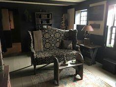 . Primitive Living Room, Primitive Furniture, Country Furniture, Antique Furniture, Prim Decor, Country Decor, Country Homes, Primitive Decor, Primitive Country