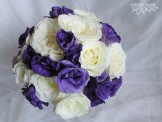 Eamo de novia blanco y morado :: White and purple wedding bouquet