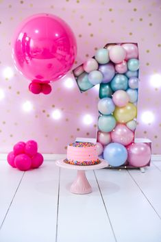 Smash Cake Girl, Baby Girl Cakes, Birthday Cake Smash, One Year Birthday, 1st Birthday Girls, Boy Birthday Parties, Birthday Girl Pictures, 1st Birthday Photoshoot, Footprint Crafts