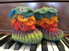 Knotty Knotty Crochet-Crocodile stitch booties....seriously?!?!  These are so freaking cute!!!