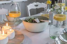 """Walter Van Gastel - Gezellig brunchen op Pasen, met een mooi gedekte tafel met servies van """"Serax"""". Foto's uit Landelijk Wonen. Fotograaf Claude Smekens, styling Marie Massureel."""