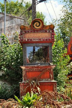 Abandoned fortune teller machine: I knew this would happen ...
