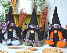 Moldes Halloween, Manualidades Halloween, Adornos Halloween, Halloween Gifts, Halloween Pumpkins, Halloween Decorations, Talisman, Scandinavian Gnomes, Witch Decor