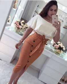 Nice white top and brown skirt – outfits Classy Outfits, Chic Outfits, Fashion Outfits, Womens Fashion, Latest Fashion, African Fashion Dresses, African Dress, Mode Outfits, Skirt Outfits