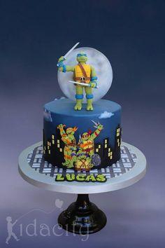 From Kidacity - Teenage mutant ninja turtle cake Ninja Turtles, Ninja Turtle Party, Ninja Turtle Birthday Cake, Ninja Cake, Tmnt Cake, Cupcakes, Cupcake Cakes, Turtle Birthday Parties, Cupcake Birthday Cake