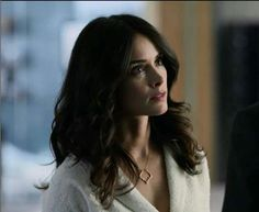 """WHO MAKES THIS NECKLACE???/? Suits S3E16 No Way Out.  Abigail Spencer as Dana Scott as """"Scottie""""."""