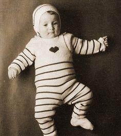 Eppusen kaapilla: AIDOSTI RETRO NEULEOHJE: Vauvalle neuloen potkarit, paita ja pipo :)