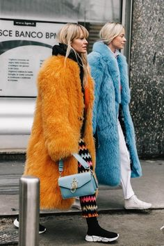 The Best Street Style Inspiration & More Details That Make the Difference Fur Fashion, Only Fashion, Fashion Week, Winter Fashion, Fashion Looks, Fashion Trends, Milan Fashion, Women's Fashion, Street Fashion