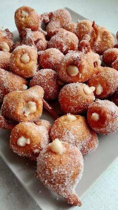 Buñuelos de Naranja rellenos de Crema – DULCES FRIVOLIDADES Spanish Desserts, Fun Desserts, Dessert Recipes, Donut Recipes, Mexican Food Recipes, Beignets, Croissants, Latina Recipe, Cookies