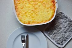 Sheperd's Pie - Feel the Meal Cheddar, Cornbread, Meals, Ethnic Recipes, Food, British Cuisine, Potato Mashers, Irish, Easy Meals