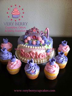 Veryberry Cupcakes: SOFIA THE FIRST FONDANT CAKE