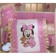 What better way to start your newborn babies life at home than with the lovable Minnie Mouse. This Minnie Mouse Nursery Bedding is a great way to start life off on the right foot. Baby Girl Bedding Sets, Baby Girl Nursery Themes, Nursery Ideas, Babies Nursery, Themed Nursery, Bedroom Ideas, Minnie Mouse Crib Set, Miki Y Mini, Disney Crib Bedding