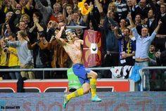 Zabawne zdjęcie Zlatana Ibrahimovicia • Szwed stał się rycerzem • Zlatan Ibrahimović biegnie z tarczą i mieczem • Wejdź i zobacz >> #zlatan #ibrahimovic #football #soccer #sports #pilkanozna #funny