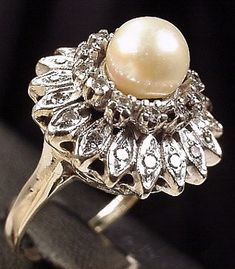 Vintage Jewelry –This is literally one of the most beautiful rings ever! I would love this to be mine. Pearl Jewelry, Antique Jewelry, Vintage Jewelry, Fine Jewelry, Pearl Rings, Stone Rings, Modern Jewelry, Pearl Love, Pearl And Lace