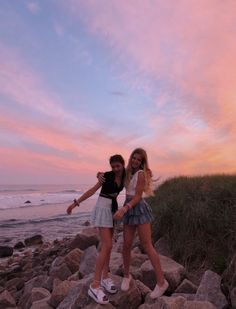 43 Summer Vibes Inspiration Ideas P. - 43 Summer Vibes Inspiration Ideas Pictures 43 Sommer Vibes Inspiration Ideen Bilder besuchen Source by - Couple Beach Pictures, Cute Friend Pictures, Best Friend Photos, Best Friend Goals, Friend Pics, Bff Pics, Cute Bff Pictures, Couple Photos, Beach Sunset Pictures