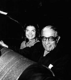 Sie lernte Aristoteles Onassis kennen, als diese mit ihrer Schwester Lee Radziwill zu Gast auf seiner Jacht Christina war.