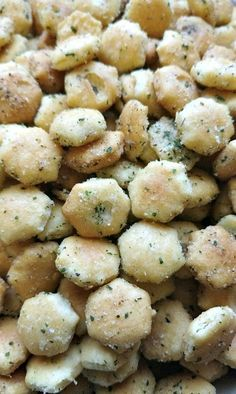 The taste of ranch seasoning baked into crackers. You won't be able to eat just one! Dry Ranch Seasoning, Seasoning Mixes, Ranch Oyster Crackers, Homemade Crackers, Mixed Vegetables, Oysters, Side Dishes, Tasty, Kitchens