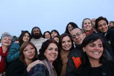 Nuestra facilitadora Emma Zamora, y algunos voluntarios de El Arte de Vivir Costa Rica, durante la visita de Sri Sri Ravi Shankar a Colombia en el 2015. (Foto Elena Ulloa)