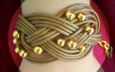 Βραχιόλι με δέρμα, πλεκτό με επίχρυσες χάντρες Bracelets, Leather, Internet, Jewelry, Fashion, Moda, Jewlery, Jewerly, Fashion Styles