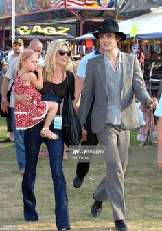 News Photo : Lila Grace, Kate Moss and Pete Doherty Lila Grace Moss, Lila Moss, Alison Mosshart, Famous Celebrity Couples, Famous Celebrities, Classy Couple, Beautiful Couple, Kate Moss Boyfriend, Pete Doherty